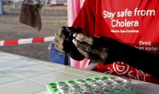无国界医生队伍正准备口服霍乱疫苗。© Corinne BAKER/MSF